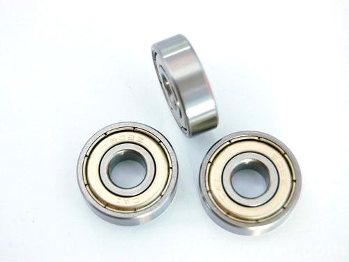 10 mm x 26 mm x 8 mm  SKF 7000 CD/P4AH angular contact ball bearings